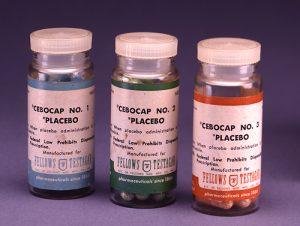 Плацебо таблетки - еднакви на външен вид с истинското лекарство, но не съдържат лекарство.