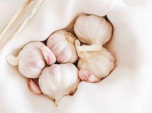 Лечебни ползи и странични ефекти на чесъна.