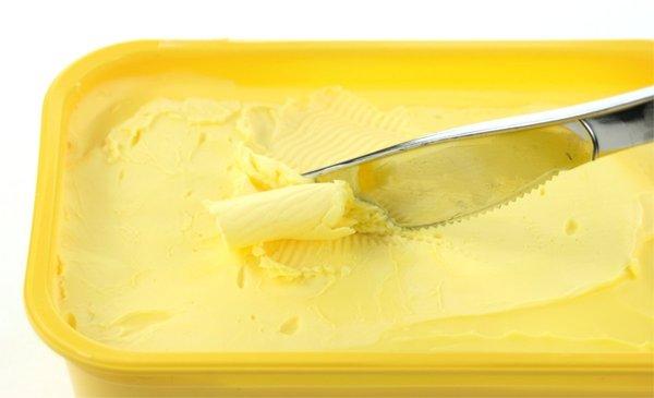 Транс мазнините в маргарина повишават холестерола.