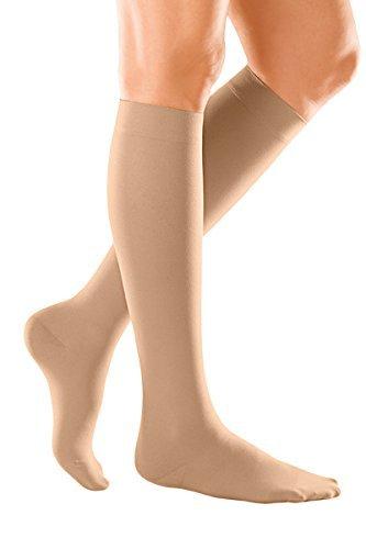 Компресивни чорапи при отоци на краката, разширени вени, бременност и пътувания.