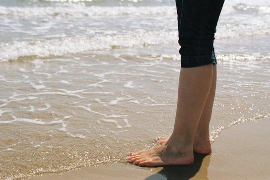 Изтръпването на краката е често срещан симптом.